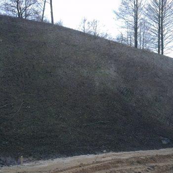 Ściana ziemna pod hydrosiew - ogrody Białystok
