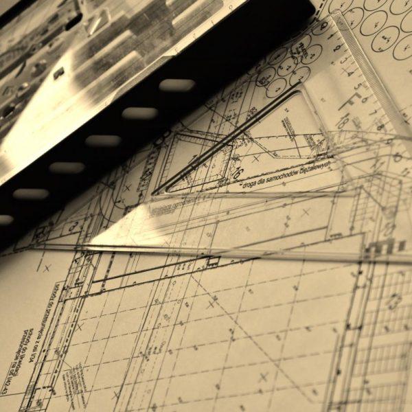 Projektowanie ogrodów - projektant w trakcie pracy