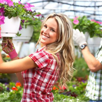 Pracownicy sklepu ogrodniczego z Białegostoku